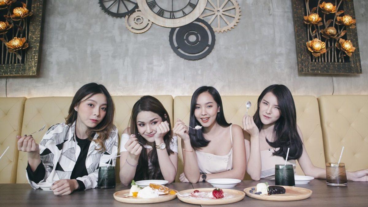 จัดจ้านในย่านนี้ 4 สาวมหาลัยพานั่งชิวร้านบรรยากาศดี อาหารอร่อยแถวเลี่ยงเมืองปากเกร็ด