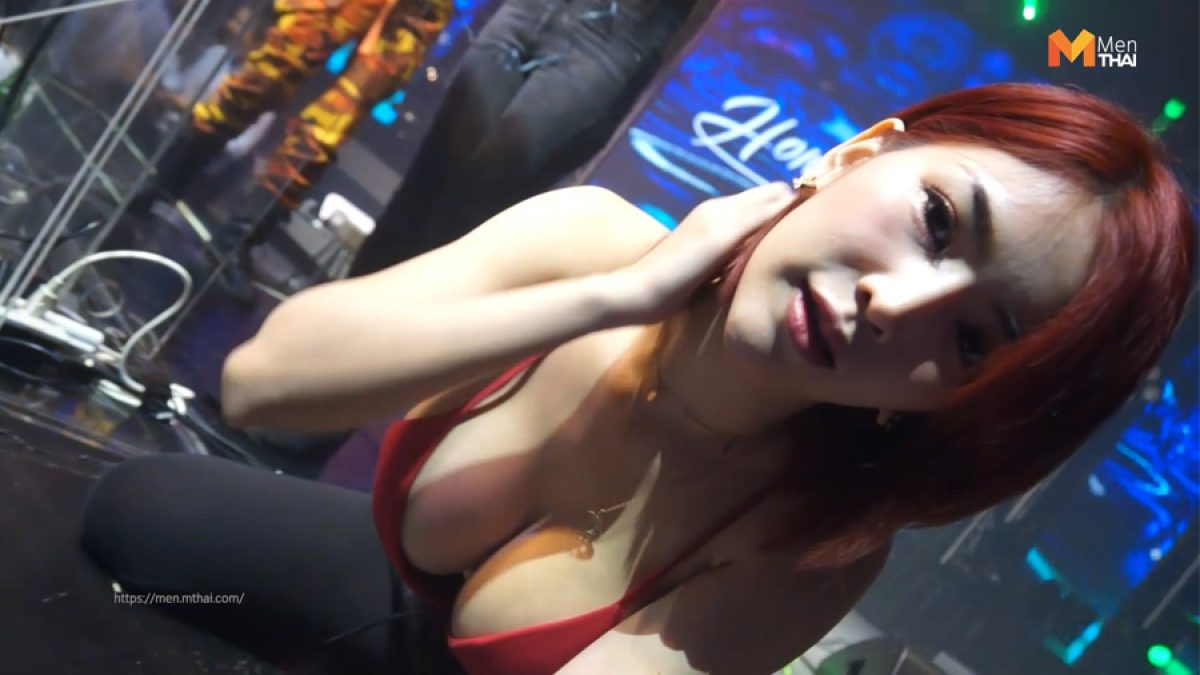 4 นางแบบ ร้าน Krystal โชว์ลีลาแดนซ์กระจาย เซ็กซี่ทะลักเวที