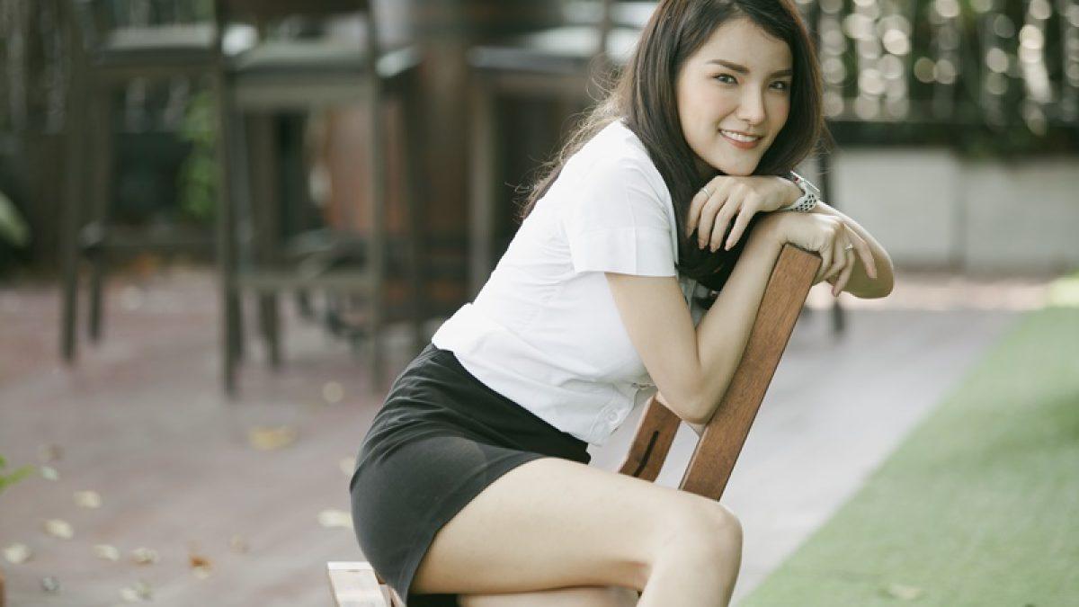 รู้จักสาวน่ารักยิ้มเก่ง วาเรน ม.หอการค้าไทยที่ฮอตสุดๆตอนนี้