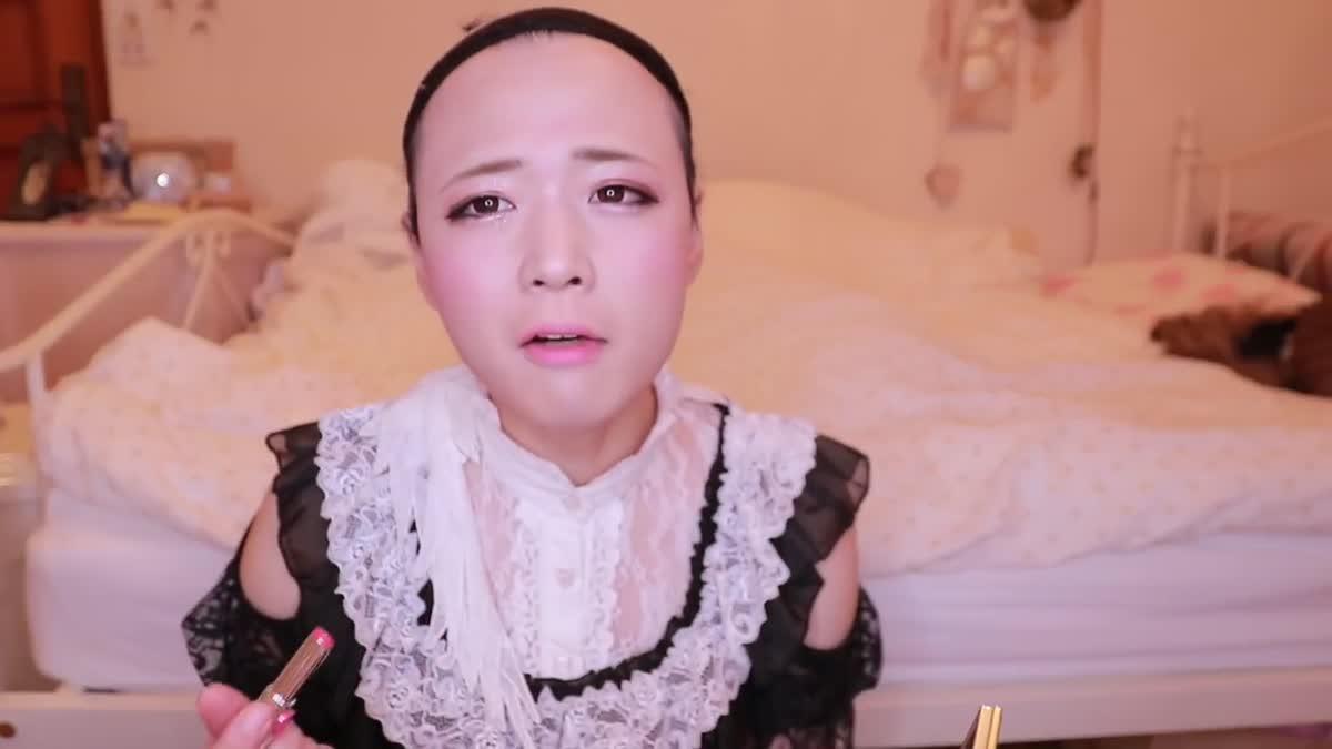 หนุ่ม YouTuber จับตัวเองแปลงร่างเป็นคอสเพลย์ สาวเมด คิขุ!!